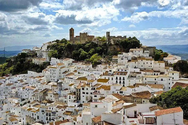 Marinaleda is a small town in Southwest Spain, connected to Sevilla. It's not a big town with only 2748 people living in it according to 2014 data.