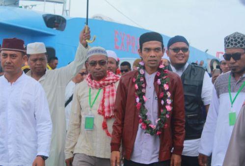 Ustaz Abdul Somad Tiba di Waisai, Kabupaten Raja Ampat, Papua (Foto: Chanry Andrew S/iNews)