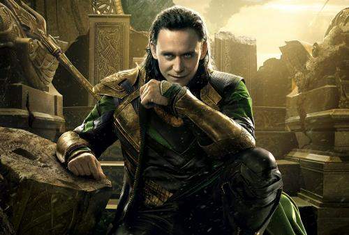 Tom Hiddleston sebagai Loki
