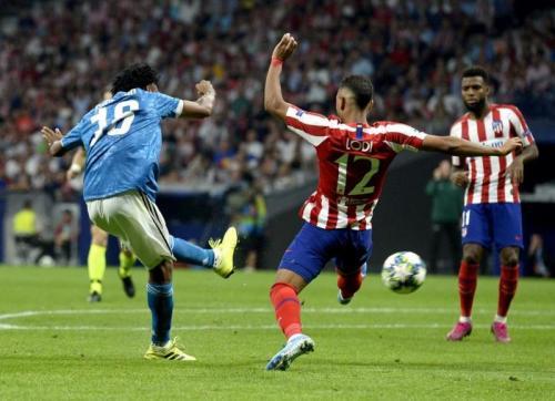 Juventus punya Juan Cuadrado yang bisa bermain melebar