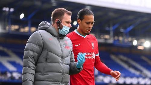 Virgil van Dijk akan menepi lama (Foto: Premier League)