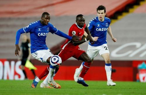 Sadio Mane vs Everton (Foto: Reuters)