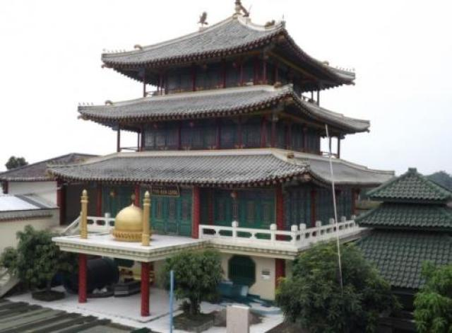 Megahnya Masjid Tan Kok Liong Bergaya Klenteng Peninggalan Anton Medan : Okezone Travel