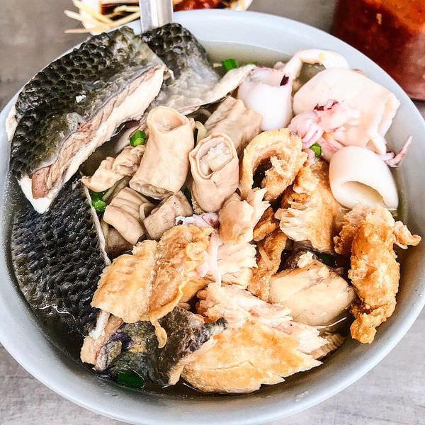 (台南美食/永康區)兵仔市場/阿喜海產粥~料多實在平價海產粥~小卷、魚皮、小腸、炸虱目魚~滿滿一整碗~