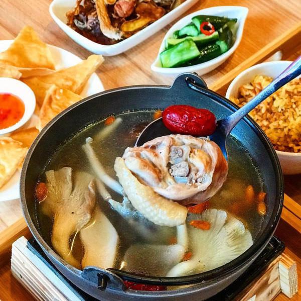 (台南美食/永康區)暖心個人獨享土雞鍋~剝皮辣椒雞鍋好好喝!古早味薑爆雞必點!