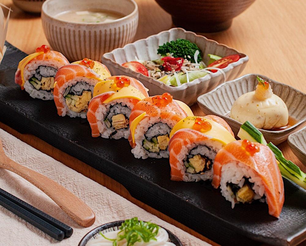 (台南美食/中西區)味熟 MIJUKU 日式料理專賣,海鮮生魚片丼飯、炸蝦定食,令人胃口大開。海安路巷弄內的老屋空間,呈現和風復古及現代簡約融合的氛圍,職人日式手作料理,讓視覺、味覺同時得到滿足!