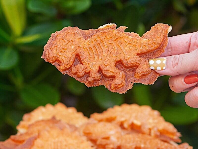 (台南美食/北區)侏羅紀脆皮雞蛋糕,恐龍雞蛋糕造型萌度爆表!大人小孩都喜歡,台南雞蛋糕推薦。