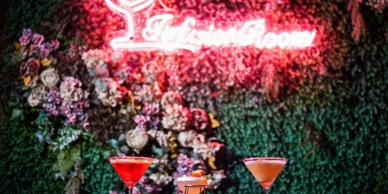 台南中西區酒吧推薦「月下獨酌」民生路巷弄內的百年老宅酒吧,infusion特調,給你小酌微醺、閃爍霓紅、如夢如醉的夜晚。