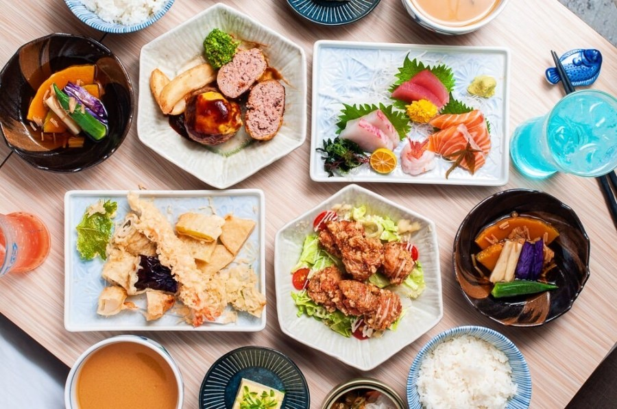 (台南美食/中西區)一秒穿越時空,我在昭和老屋內用餐~初幸 居食屋平日午間限定推出八款日式精緻定食~日本越光米飯、味增湯無限暢食 !