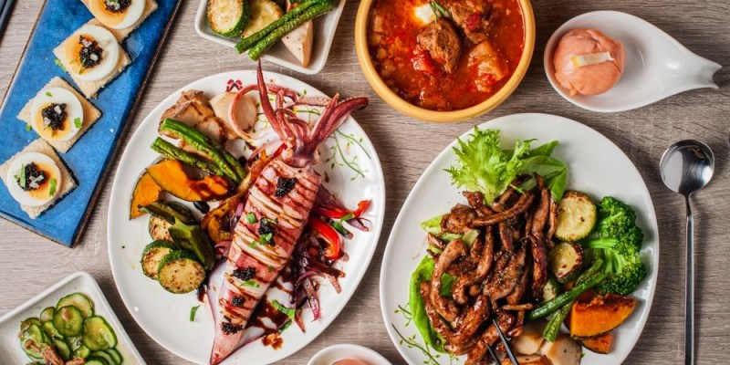 (台南美食/中西區)蝦咪!晚上的友愛市場裡,竟然有厲害的異國料理【 V&J 廚房】台南夜食堂。