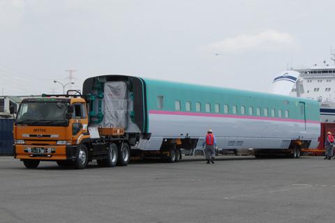【JR東】E5系S11編成仙台港に陸揚げ