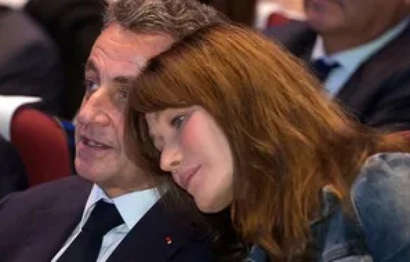 Nicolas Sarkozy et Carla Bruni lors d'un meeting à Toulon, en octobre 2016.