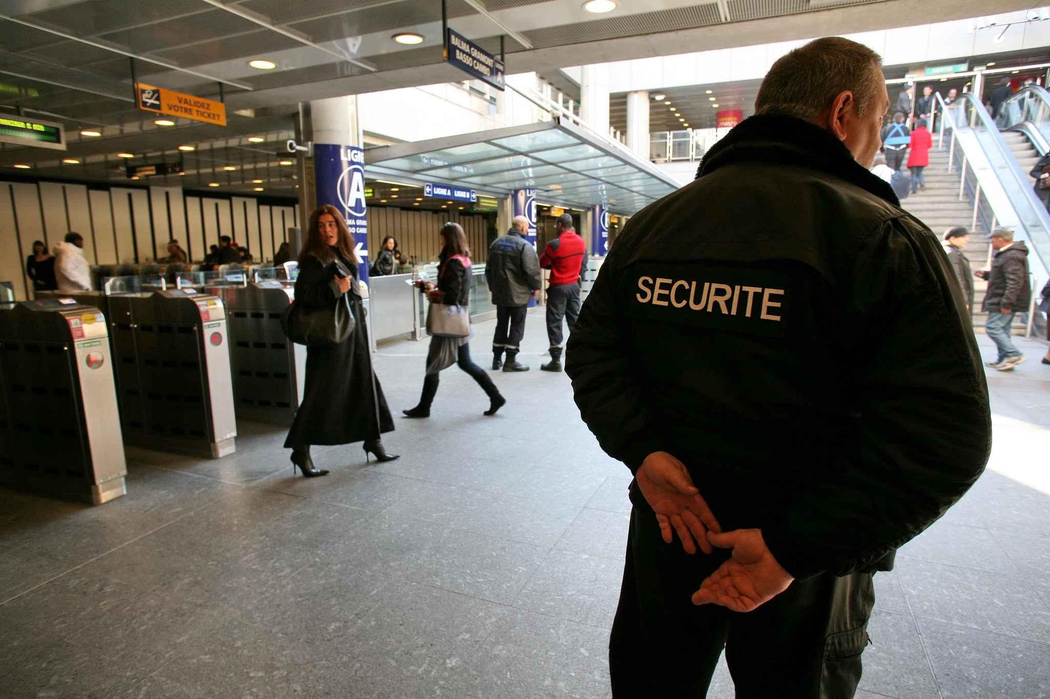 """Résultat de recherche d'images pour """"agent de securite"""""""