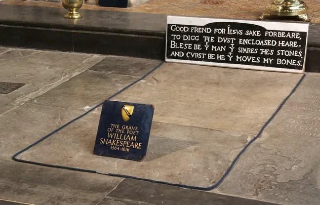 La sépulture de Shakespeare montre une étrange altération du côté de l'endroit où devait se trouver sa tête.
