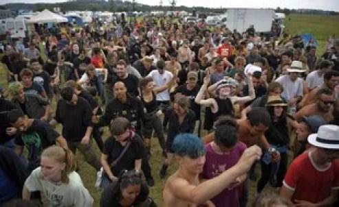 Il y a toujours des teufeurs et de la musique ce samedi à la rave party illégale de Redon.