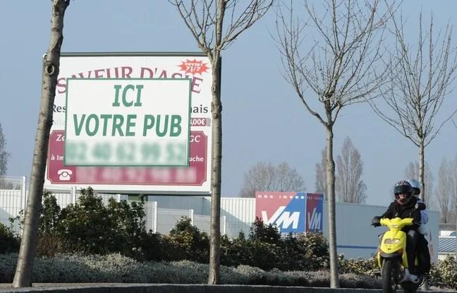Panneaux publicitaires aux abords de Nantes.