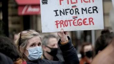 Une commission formule 32 recommandations pour apaiser les tensions entre médias et police