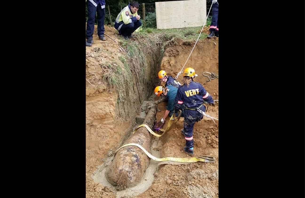 Au terme d'une intervention qui aura duré plus de quatre heures, l'équipe de secouristes est parvenue à sortir le cheval du fossé rempli de boue dans lequel il était tombé.