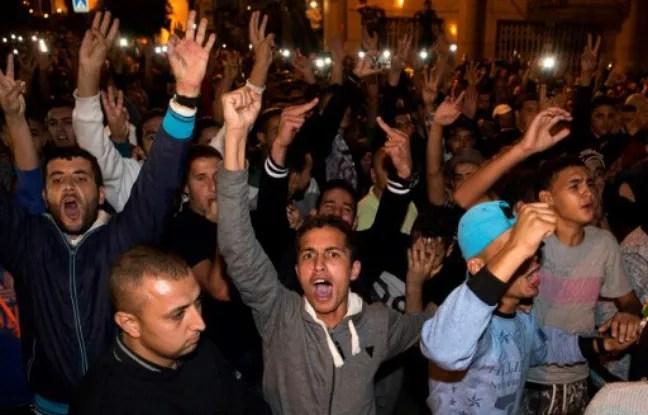 Des milliers de manifestants se sont rassemblés dimanche soir à Al-Hoceima pour protester contre la mort de Mouhcine, le vendeur de poisson.