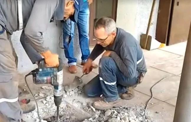 Plusieurs ouvriers sont venus aider à libérer les chatons.