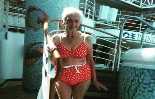 Irène, 90 ans, dans son bikini.