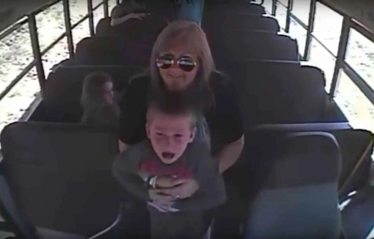 En pratiquant la manœuvre de Heimlich sur un petit garçon qui avait avalé une pièce de monnaie, cette assistante maternelle a probablement sauvé la vie de cet enfant.