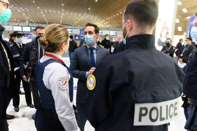 Faut-il imposer une quatorzaine aux passagers en provenance du Brésil?
