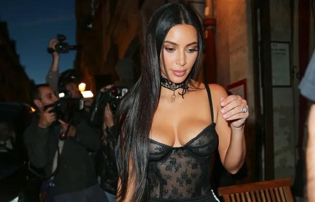 Braquée dans son hôtel particulier parisien, Kim Kardashian (ici à Paris le 29 septembre 2016), s'est fait voler pour 10 millions de dollars de bijoux, dont sa bague de fiançailles.