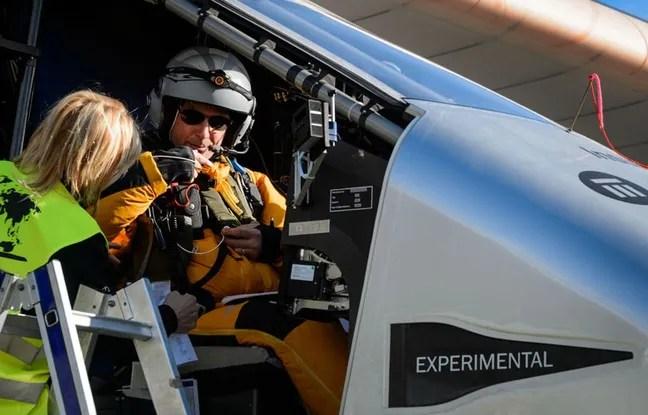 Bertrand Piccard dans le cockpit de Solar Impulse le 13 novembre 2014.