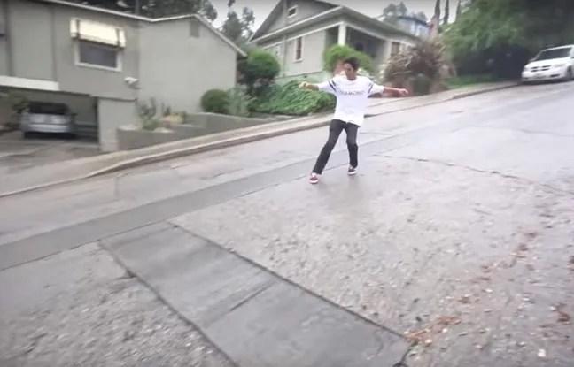 Pour faire du skate, l'Américain Christopher Chann n'a pas besoin de skate: une route glissante et en pente suffit.