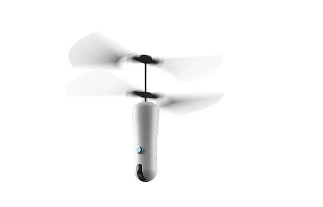 La perche à selfie volante débarque sur le marché en juin prochain.