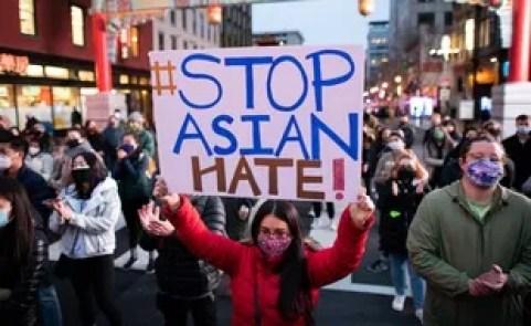 Marche contre la haine anti-asiatique dans le quartier de Chinatown de Washington après les fusillades d'Atlanta, le 17 mars 2021.