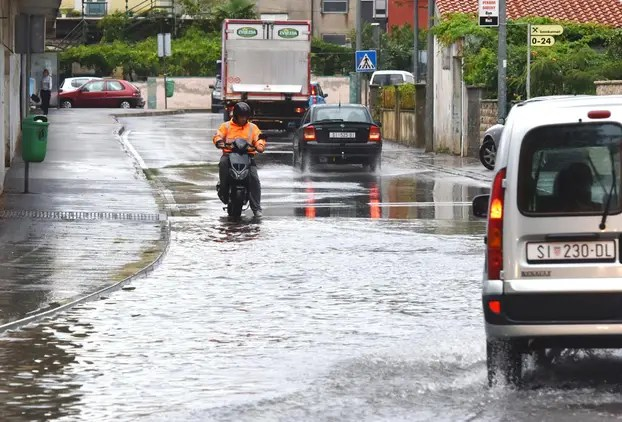 Jaka kiša poplavila prometnice u Šibeniku