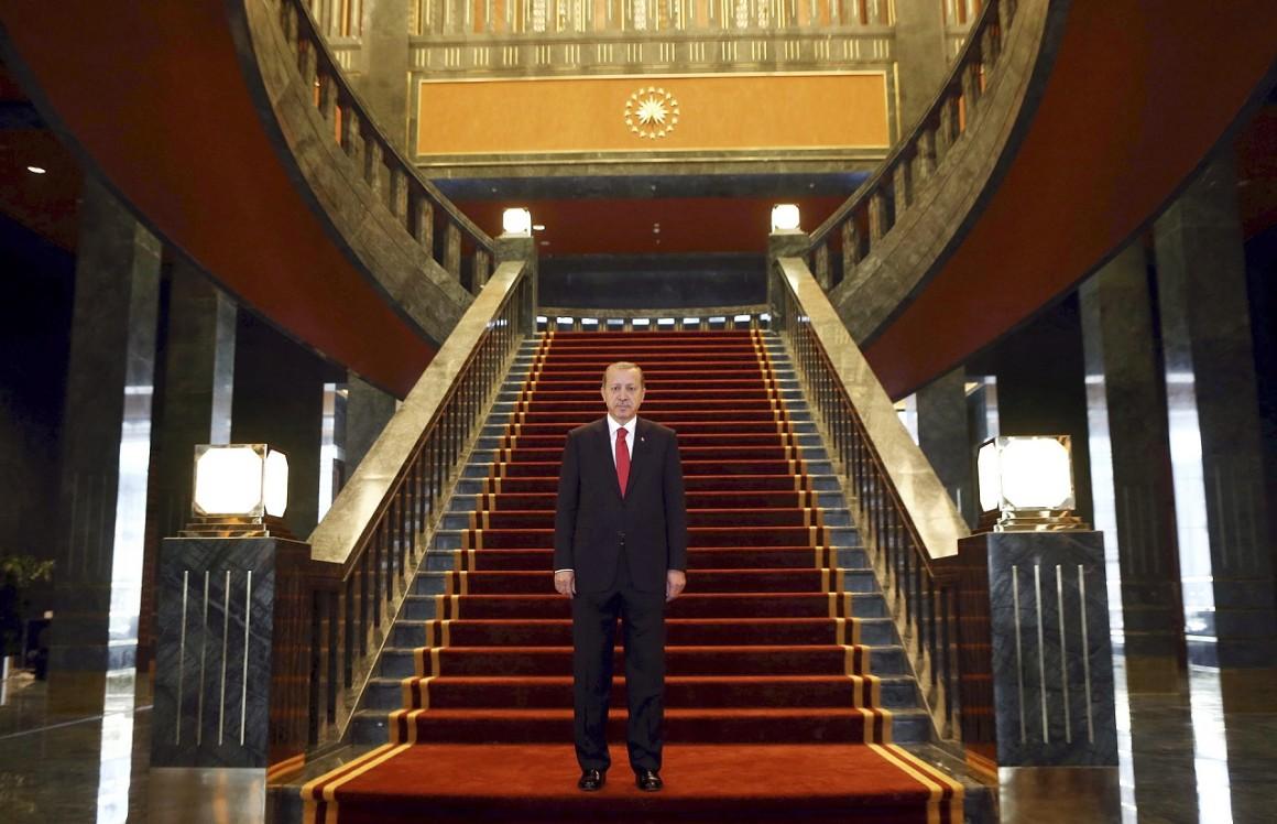 Erdogan az új palotájában (Fotó: Adem Altan / AFP)