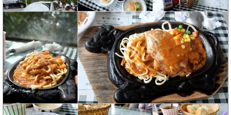 【佳里美食】阿忠牛排➤專屬小時候的回憶(佳里美食),傳統樣式的牛排鐵板刻劃出歲月的痕跡