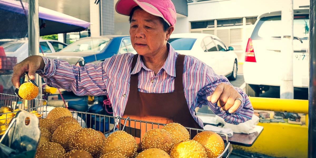 【高雄美食】高雄小吃推薦,超過50年歷史的銅板美食,特別又美味的燒馬蛋!