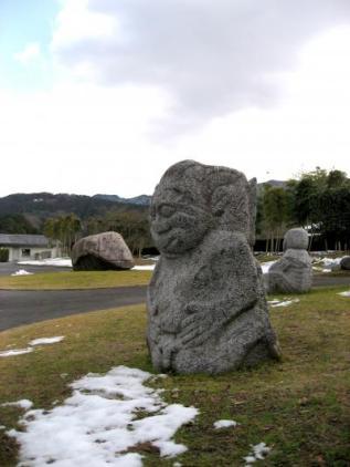 日本人の心の原風景とも言われる、奈良県明日香村。はるか古代、聖徳太子の時代に、飛鳥の都があったとされる土地でもあります。奈良県でも人気の高い観光名所を、先ずは入門編で一日観光。ご参考までに。