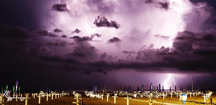 Lightning Storms Live Wallpaper apk