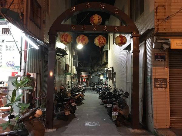 [台南美食] 護境松王陽春麵 – 隱身在廟前的無名麵攤