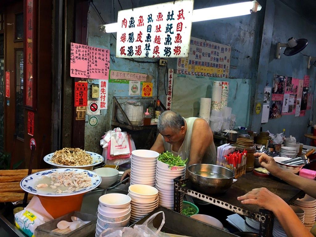 [台南美食] 阿忠魚粥 – 用心品嚐阿忠師用好手藝數十年來守護府城魚粥好味道