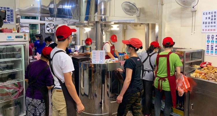 [台南美食] 金鳳陽春麵 – 員工人數跟宴會廳一樣多的超人氣麵店!