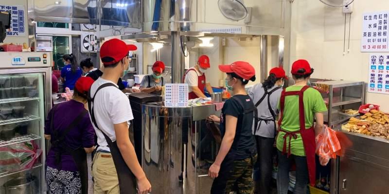 [台南美食] 金鳳陽春麵 - 員工人數跟宴會廳一樣多的超人氣麵店!
