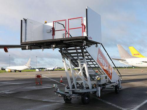 登船梯 - Autonomous - MALLAGHAN - 移動式 / 牽引式 / 飛機