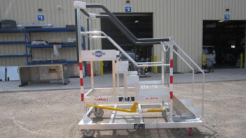 加油活動梯 - Westmor Industries - 飛機
