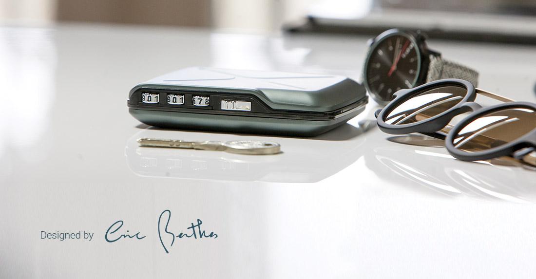 OGON法國歐夾鋁質金屬密碼錢包卡包卡盒掌上保險庫密碼鎖扣進口