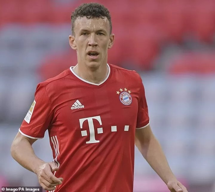 Manchester United 'consider Douglas Costa, Bale and Perisic as alternative options to Sancho' 5