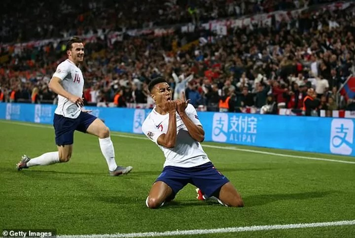 What happened to Jesse Lingard? 10