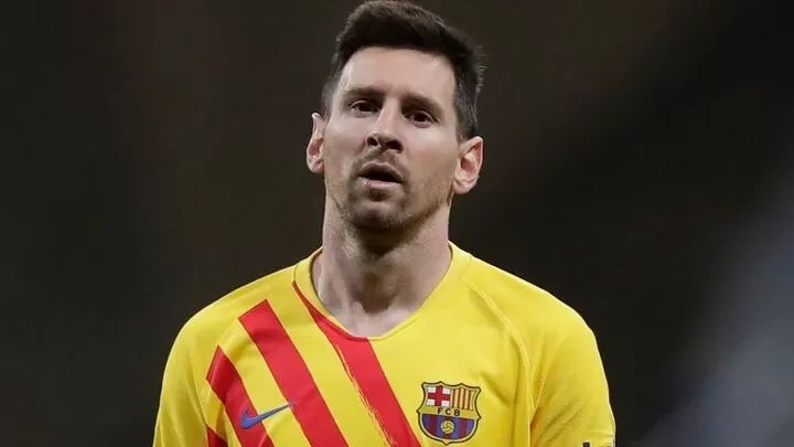 Barcelona players agree to pay cuts worth £110m 2
