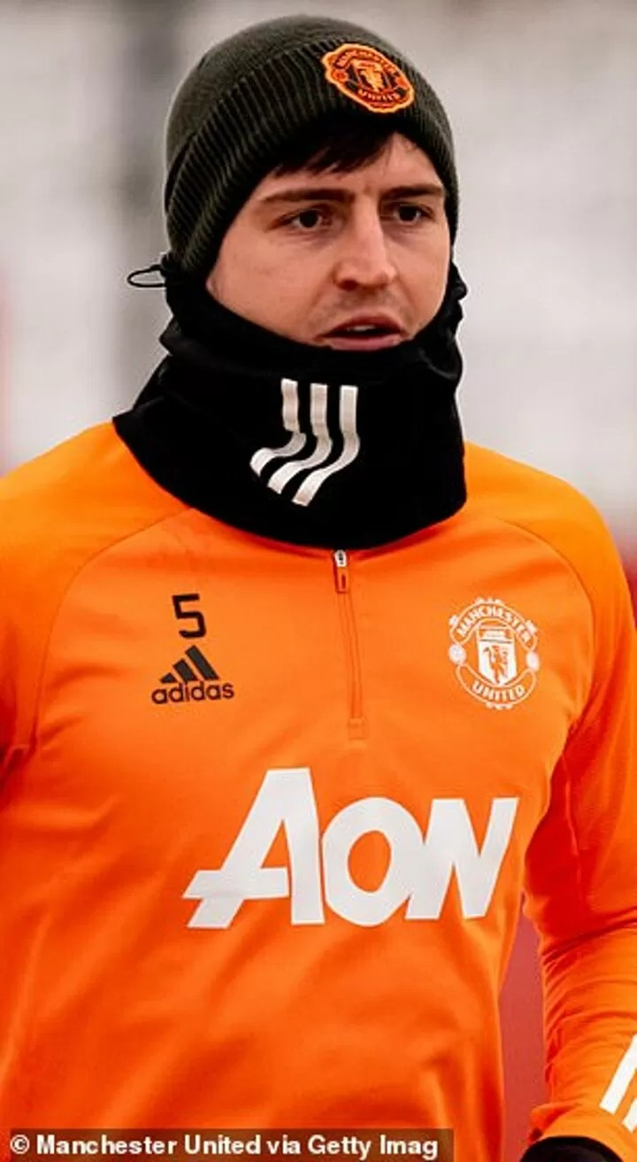 PHOTOS: Manchester United stars train in the snow 3