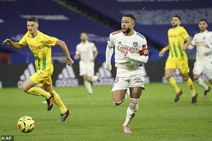 Memphis Depay hints he might stay at Lyon amid Barcelona interest 4